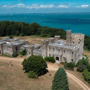In the UK, selling the castle, which once could not buy Queen Victoria (photo)